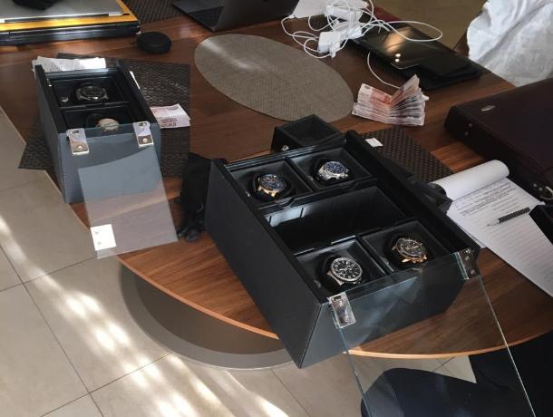 Коллекцию часов арестованного замгубернатора Ростовской области оценили в 7 млн рублей