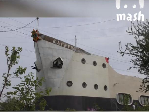 В Таганроге капитан дальнего плавания построил уникальный дом-корабль