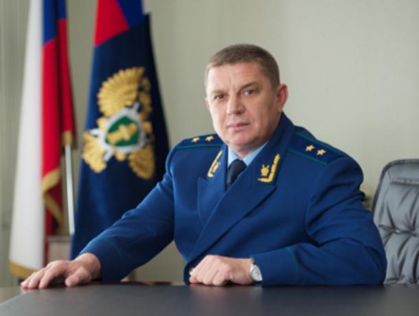 Главный прокурор Ростовской области зарабатывает в три раза меньше своего подчиненного из Батайска