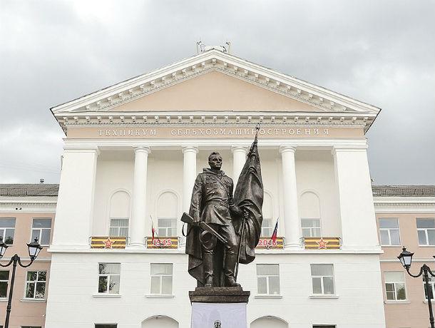 Календарь: 6 мая в Ростове был установлен памятник Алексею Бересту, штурмовавшему Рейхстаг