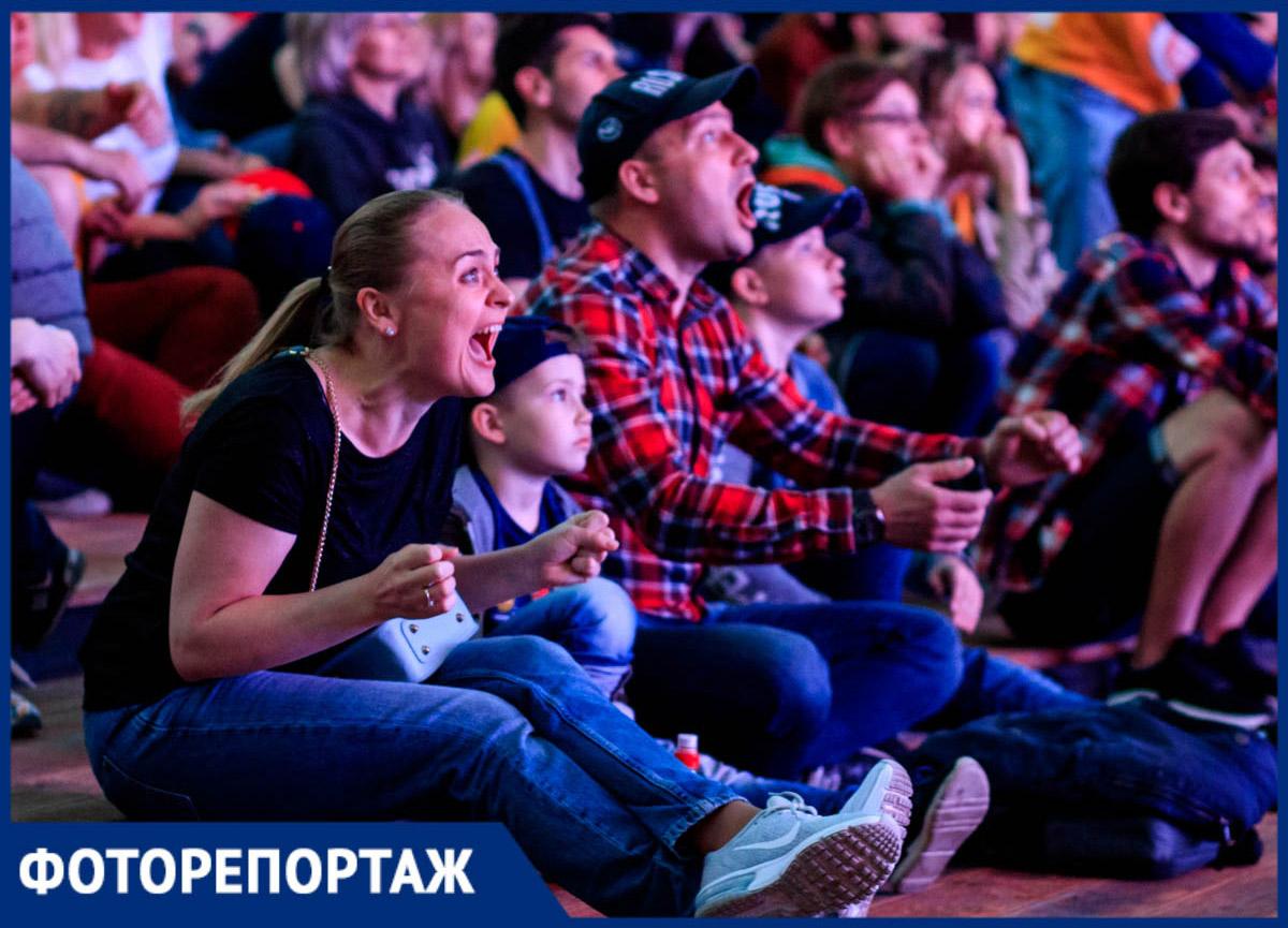 Эмоции затысячи километров: сотни болельщиков поддержали «Ростов-Дон» вЗеленом театре