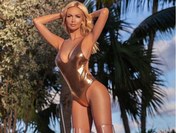 Виктория Лопырева в сексуальном купальнике поддержала женщин с низкой самооценкой