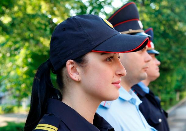 В Ростовской области сотрудница полиции после работы обучает детей боксу