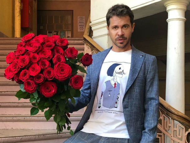 Звезды на хайпе: актер Павел Деревянко примерил на себя образ Фредди Меркьюри