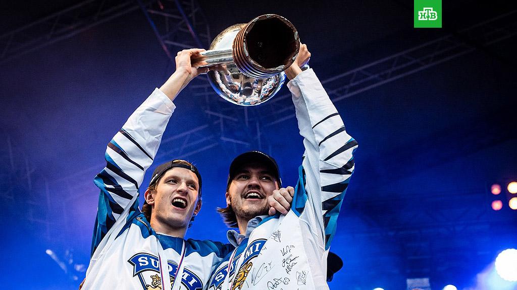 Финская хоккейная сборная сломала кубок ЧМ 2019