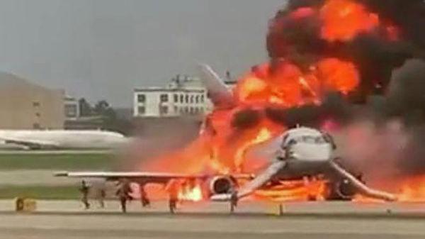 При возгорании самолета в Шереметьево погибли 13 человек