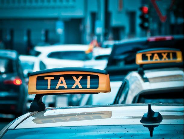 В Ростове нетрезвая женщина забыла своего ребенка в такси